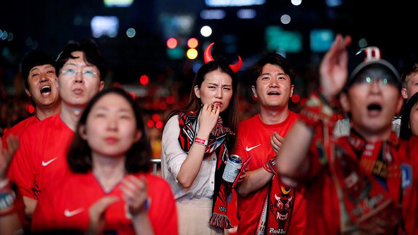 VIDEO: A 'huevazos' reciben a la selección de Corea del Sur tras su eliminación del Mundial