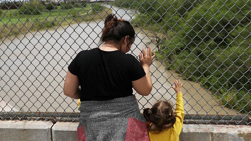 Gobierno de EE.UU. anuncia que detendrá a los niños migrantes junto a sus padres indefinidamente