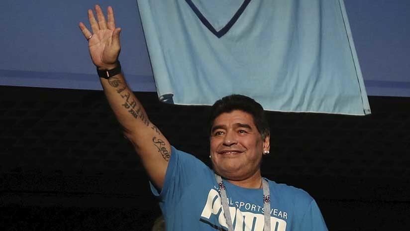 ¿Qué le da Maradona en secreto a un aficionado a través de un apretón de manos? (VIDEO)