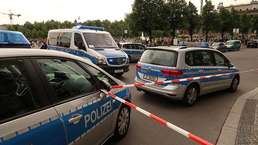 Un policía abre fuego contra un hombre en la Catedral de Berlín