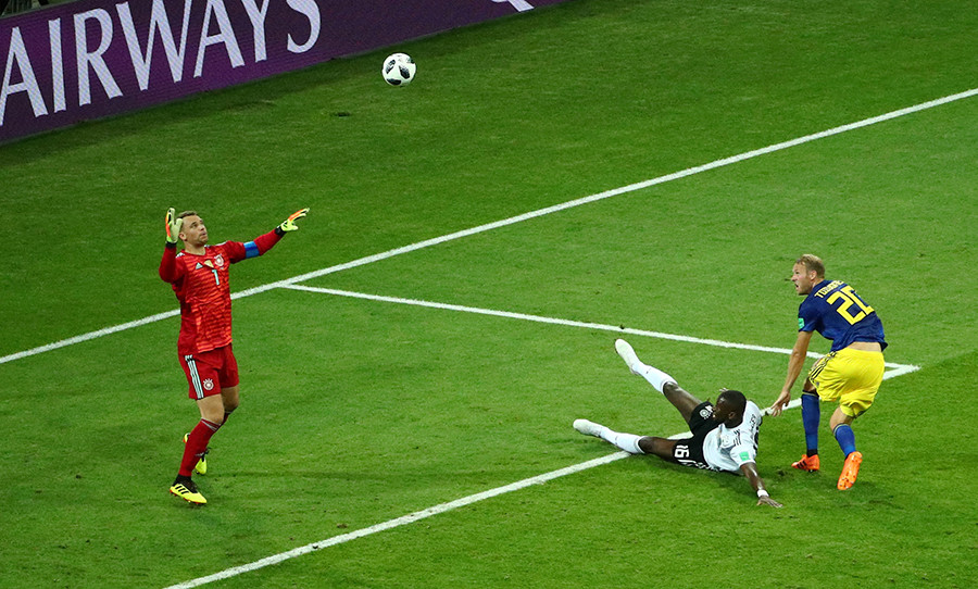 El sueco Ola Toivonen anota su primer gol / Hannah Mckay / Reuters