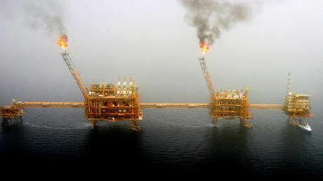 Plataformas de producción petrolera en el golfo Pérsico, al sur de Teherán, el 25 de julio de 2005.