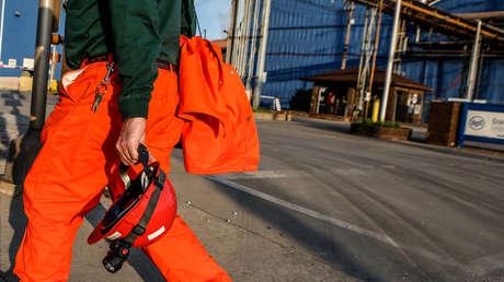 Trabajadores del acero regresan a laborar tras dos años de inactividad en Illinois, el 24 de mayo de 2018.