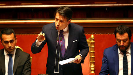 El primer ministro italiano, Giuseppe Conte, el ministro del Interior, Matteo Salvini, y el de Trabajo e Industria, Luigi Di Maio, durante su primera sesión en el Senado. Roma, 5 de junio de 2018.