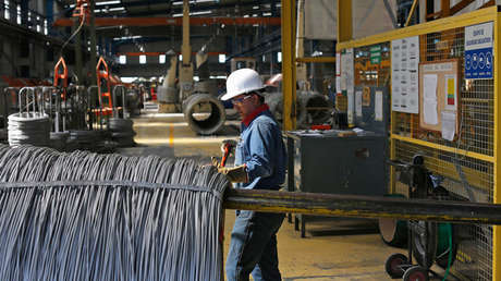 Un trabajador en una fábrica de acero en Tlaxcala, México, 11 de octubre de 2013.