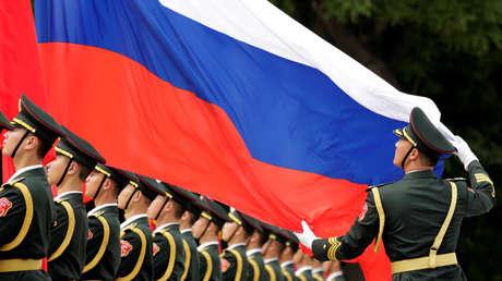 Preparativos para la ceremonia de bienvenida del presidente ruso, Vladímir Putin, frente al Gran Palacio del Pueblo en Pekín, China, el 8 de junio de 2018.