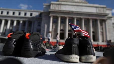 Zapatos frente al Capitolio para rendir homenaje a víctimas del huracán María, 1 de junio de 2018.