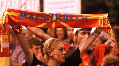 Protestas contra el cambio del nombre constitucional de Macedonia frente al Parlamento nacional en Skopje, el 13 de junio de 2018.