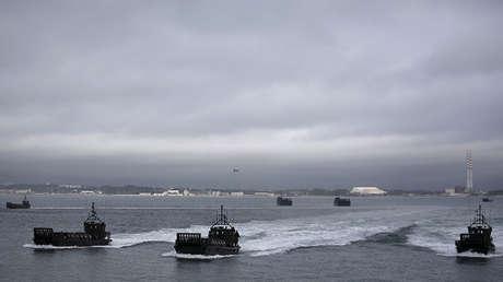 Buques anfibios de la OTAN participan en el ejercicio Trident Juncture en Troia (Portugal), el 5 de noviembre de 2015.