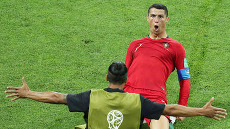 Cristiano Ronaldo celebra su segundo gol en el partido entre Portugal y España en el estadio Fisht de Sochi, Rusia, 15 de junio de 2018.