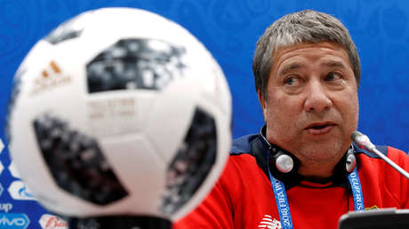 El entrenador de Panamá, Hernán Darío Gómez, en una rueda de prensa en el estadio Fisht de Sochi, Rusia, 17 de junio de 2018