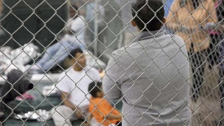 Migrantes en el interior de una celda del centro de detención McAllen, en Texas (EE.UU.). 17 de junio de 2018.