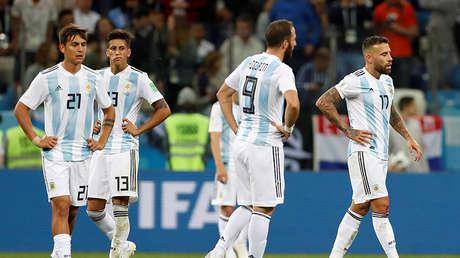 Jugadores argentinos tras el tercer gol de Croacia en Nizhni Nóvgorod, el 21 de junio de 2018.