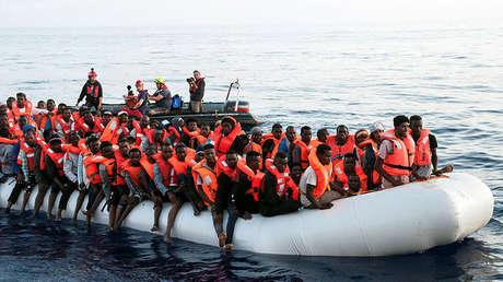 Inmigrantes en un bote neumático en el mar Mediterráneo, 21 de junio de 2018.