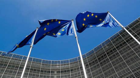 Banderas de la Unión Europea en Bruselas, Bélgica, el 20 de junio de 2018.