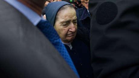 La fallecida monja María Gómez Valbuena, implicada en los casos de bebés robados, abandonando un juzgado. Madrid, 12 de abril de 2012.