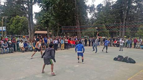 numero de jugadores que participan en un juego de voleibol