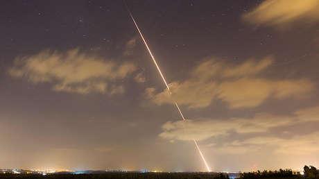 Una racha de misiles lanzados desde el norte de la Franja de Gaza hacia Israel, el 21 de agosto de 2014.