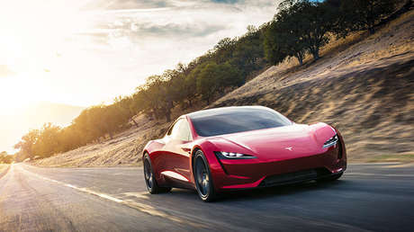 Vista frontal de un Tesla 2020 Roadster.