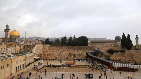 Vista general de la Cúpula de la Roca y el Muro de las Lamentaciones en Jerusalén, el 6 de diciembre de 2017.