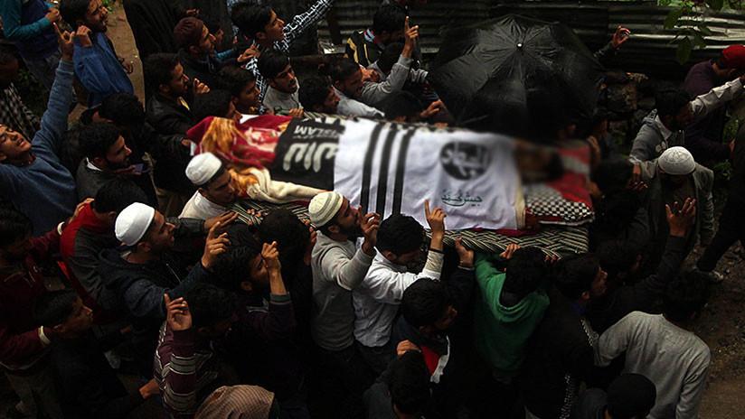 Hallan en la India diez cadáveres ahorcados de una familia