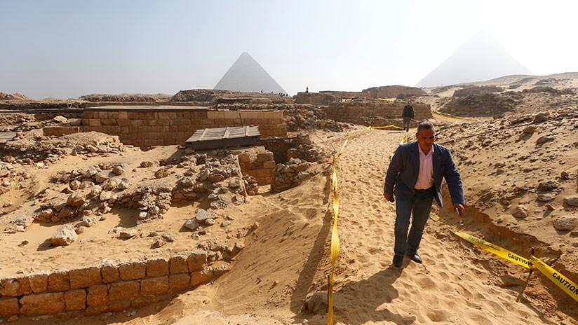 FOTOS: Descubren una estatua de una divinidad en la primera pirámide del Antiguo Egipto