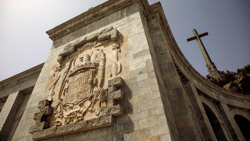 """""""El Valle no se toca"""": aparecen carteles en Madrid contra la exhumación de Franco"""