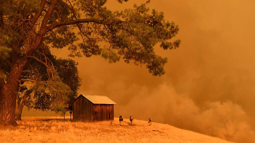 Grandes incendios forestales obligan a evacuar a cientos de personas en EE.UU.
