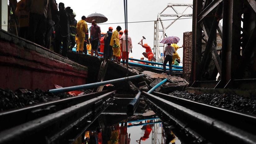 FOTOS: Al menos seis heridos tras colapso de un puente por fuertes lluvias en la India
