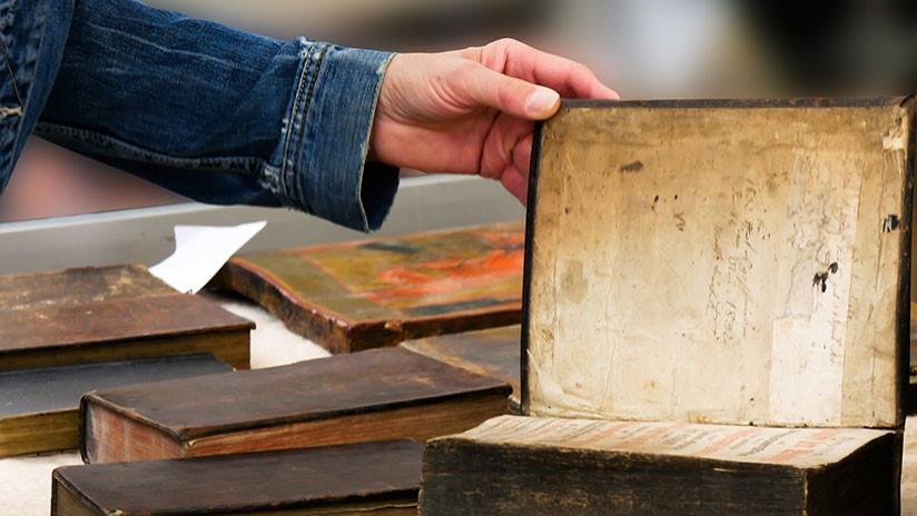 Descubren en una biblioteca tres libros antiguos cubiertos con veneno (FOTO)