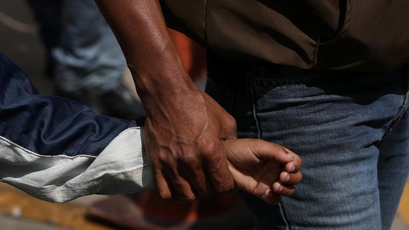 """EE.UU. usa muestras de ADN para reunir a niños indocumentados con sus """"padres verificados"""""""