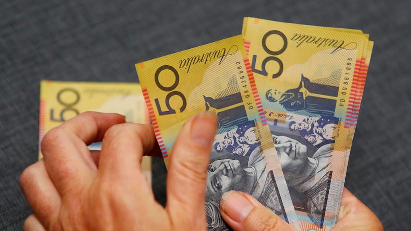 """""""Esos gordos dedos míos"""": Un australiano teclea un error y transfiere miles de dólares a un extraño"""