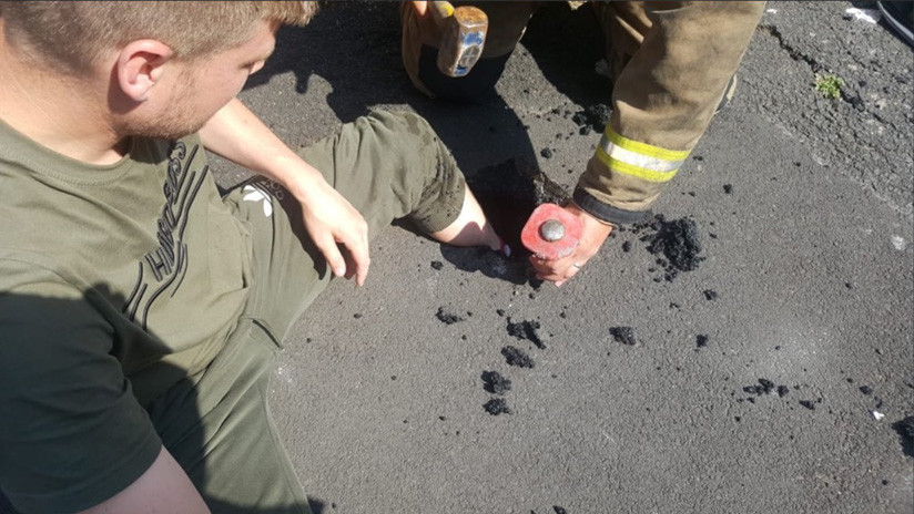 FOTOS: Un hombre queda atascado en el asfalto derretido por el calor en el Reino Unido
