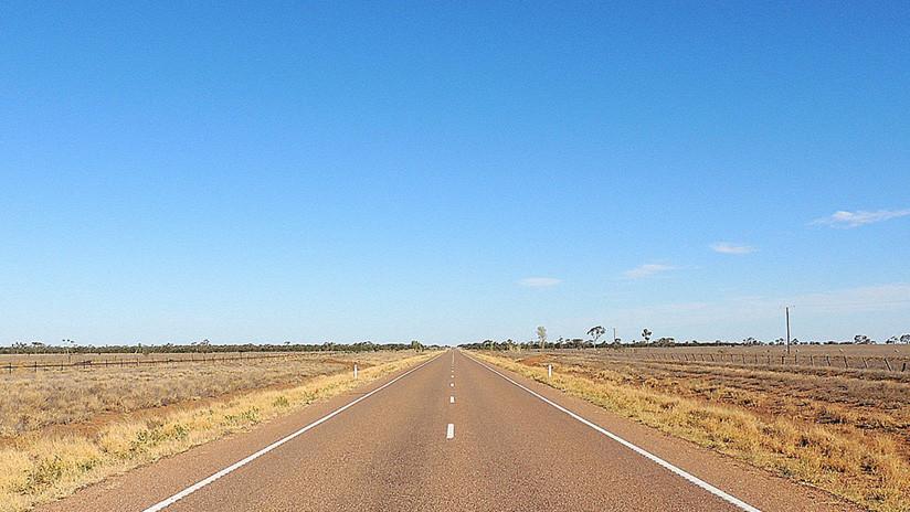 FOTOS: Una carretera australiana se derrite y destruye los neumáticos de 50 vehículos