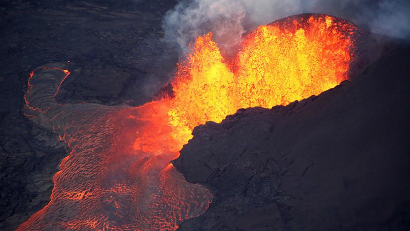 "VIDEO: El volcán Kilauea de Hawái engendra una gigantesca ""bola de lava"""