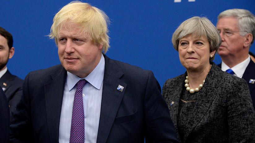 """Zajárova, sobre Johnson: """"Ni el rey de la excentricidad política quiso seguir en este bote roto"""""""