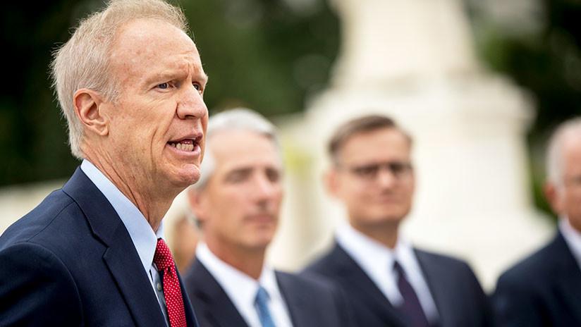 Un gobernador de EE.UU. recibe beneficios de los centros de detención de inmigrantes