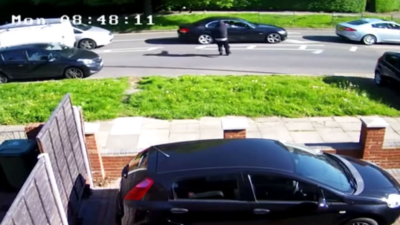 VIDEO IMPACTANTE: Una mujer al volante sale milagrosamente ilesa de un intento de asesinato