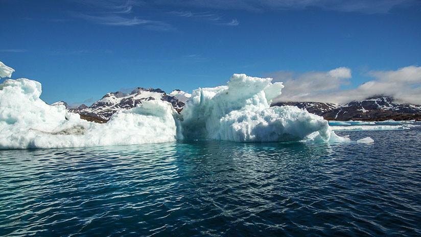 El momento exacto en que se desprende gigantesco iceberg
