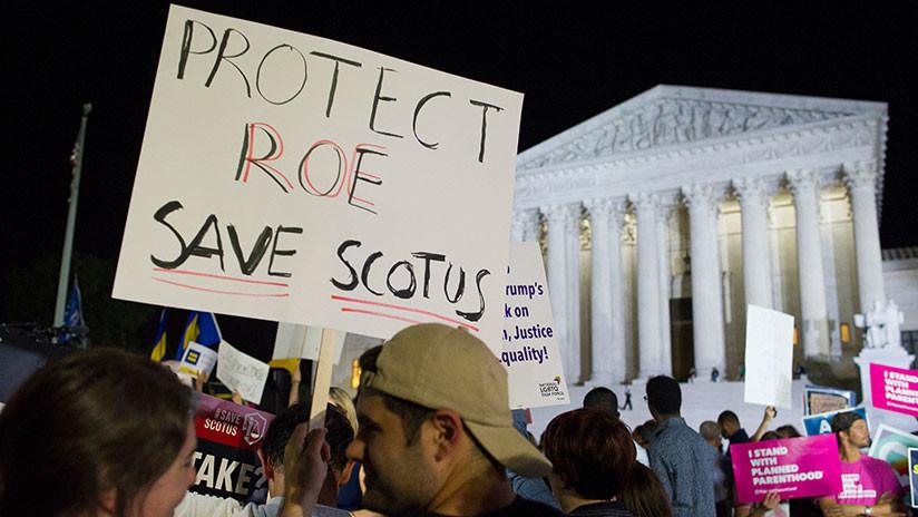 Cientos de manifestantes protestan ante la Corte Suprema contra la nominación del juez Kavanaugh
