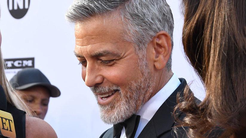 Video capta el momento en que George Clooney se estrella en motocicleta contra un auto en Cerdeña