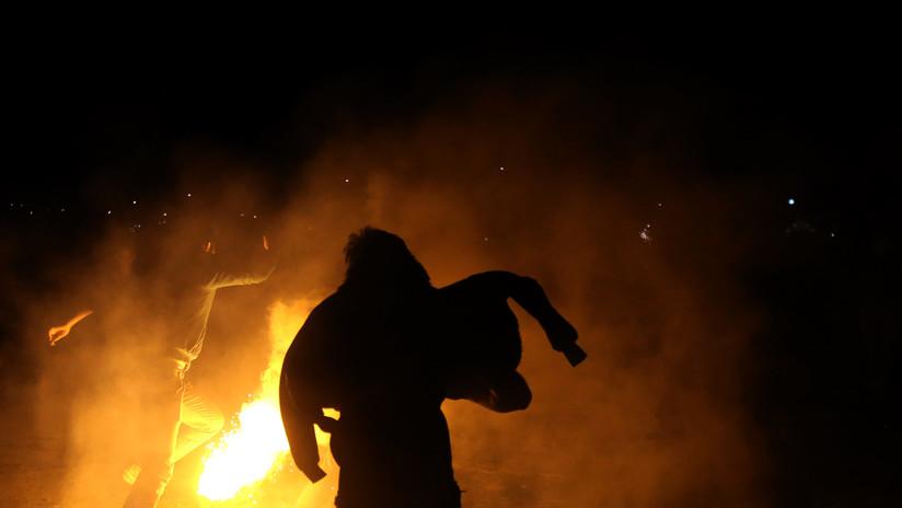 VIDEO: 27 muertos al chocar un camión petrolero contra un autobús lleno de pasajeros en Irán