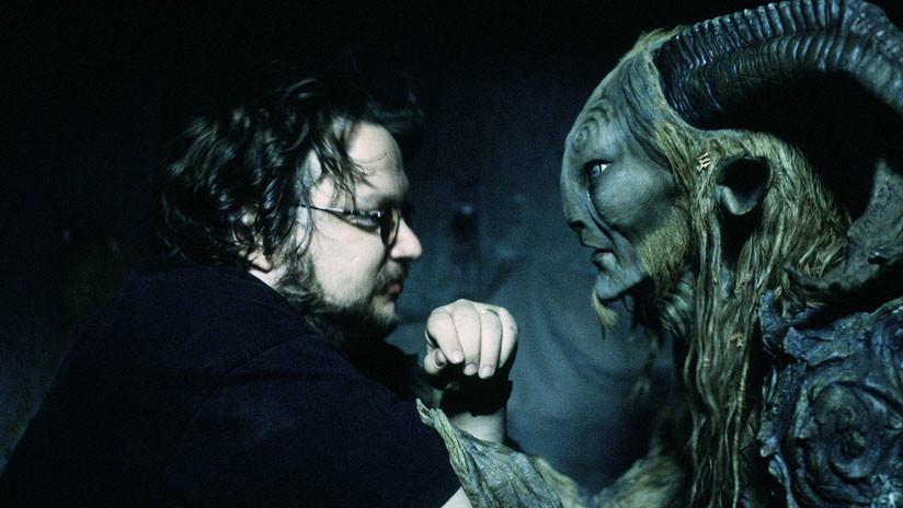 """¡Ni maíz, paloma!"": Así reacciona Guillermo del Toro a una controversial mascota 'Hombre Lobo'"