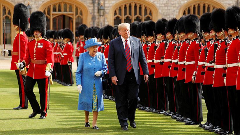 Momento incómodo: Trump rompe el protocolo y confunde a la reina Isabel II (VIDEO)