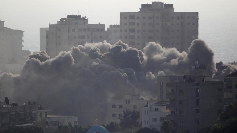 Israel bombardea un edificio de cinco pisos en Gaza en una ofensiva que deja dos palestinos muertos