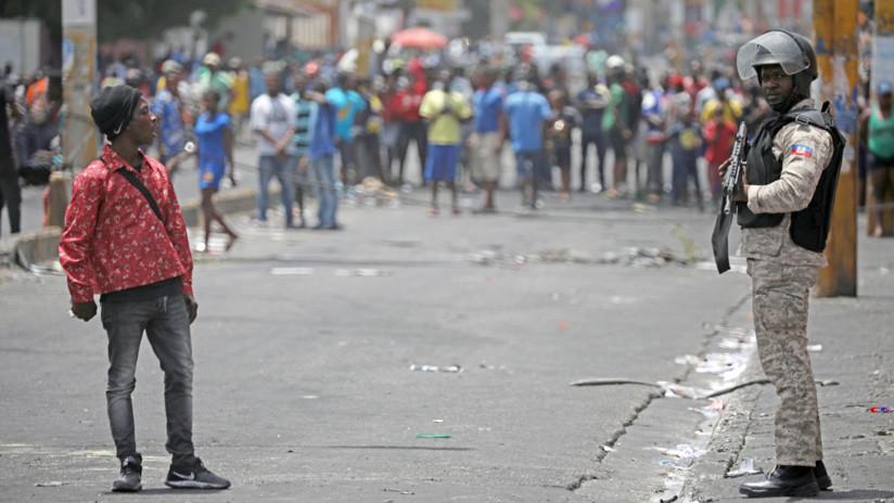 """Dirigente campesino haitiano: """"La situación social es una bomba, con un poquito de fuego explota"""""""