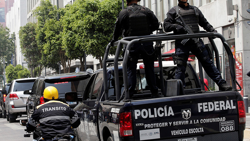VIDEO, FOTO: Presuntos estafadores son golpeados y obligados a caminar semidesnudos en México
