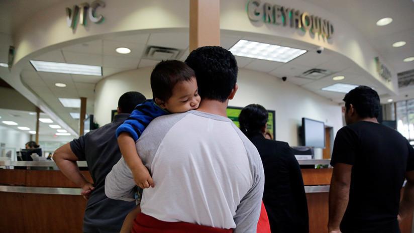 EE.UU.: Un juez bloquea la deportación de familias reunificadas para que decidan sobre posible asilo