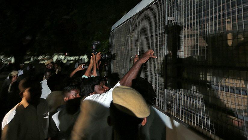 VIDEO: Abogados linchan a 17 hombres acusados de violar a una menor durante meses en India