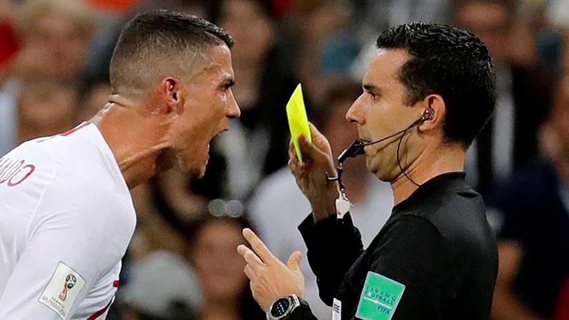 Un árbitro mexicano revela qué le dijo CR7 tras ver la tarjeta amarilla en el partido ante Uruguay